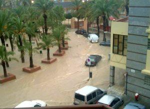 Acumulación de agua en la Plaza de Madrid