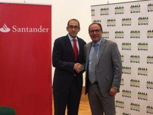 El Director Comercial del Banco Santander, Francisco Javier Martín, junto a José Rizo, presidente de AESEC