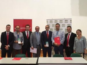 Representantes de AESEC y del Banco Santander
