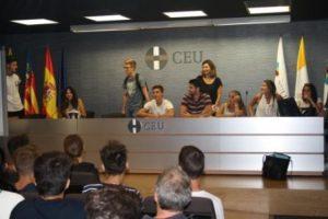 Estudiantes de Fisioterapia en el CEU de Elche ponen en marcha un programa de integración de los alumnos extranjeros