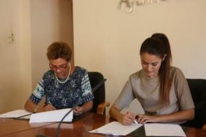 Mireia Mollà, edil de Relaciones Institucionales, junto con María Teresa Pérez, Vicerrectora de la UMH