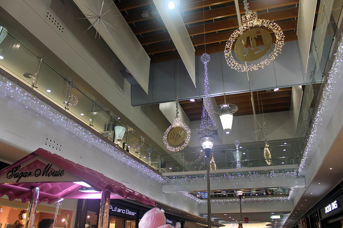 la navidad llega a l aljub con el encendido de luces