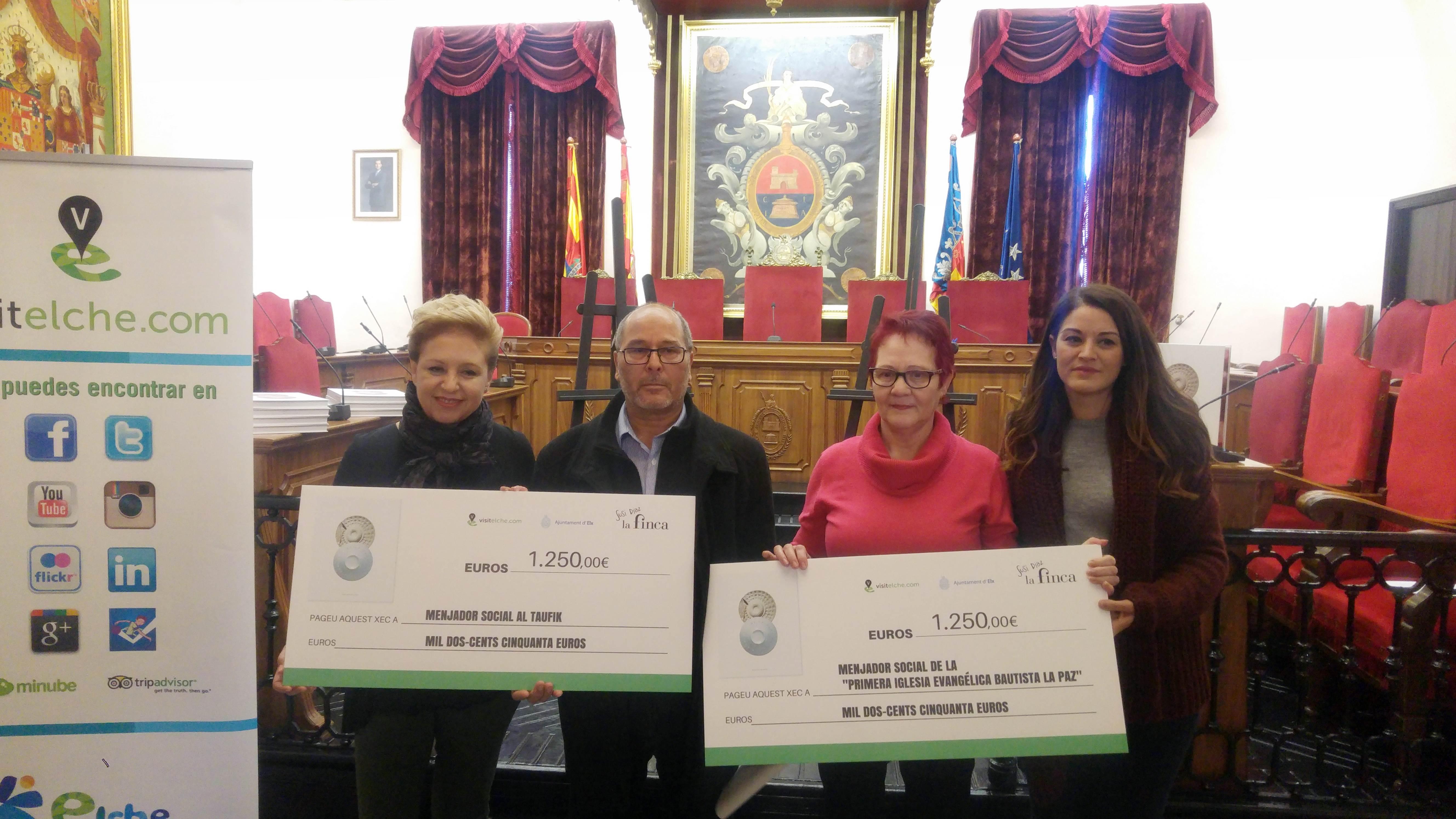 Visitelche y Susi Díaz entregan dos cheques con valor de 2.500 euros ...
