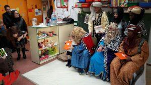 los-reyes-magos-visitan-las-escuelas-infantiles-municipales-de-alicante