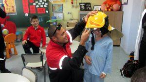 visita-bomberos-planta-de-pediatria-21-12-16-002