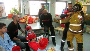 visita-bomberos-planta-de-pediatria-21-12-16-043