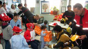 visita-bomberos-planta-de-pediatria-21-12-16-076