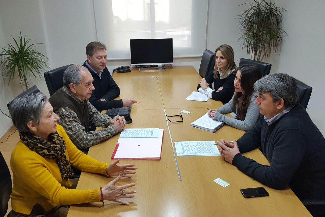 Firma de convenio entre el ayuntamiento de guardamar y la for Convenio oficinas y despachos alicante