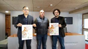 El Presidente de la Junta de moros y cristianos de San Blas, Ximo Calpena Urios; el Presidente de l´Ateneu Musical de Cocentaina, Franjo Reig y el Concejal de Cultura, Daniel Simón.