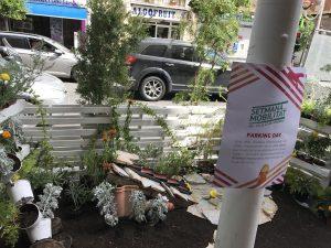 En el marco de la Semana de la Movilidad, Elche ha transformado varias zonas de aparcamiento del municipio en jardines.