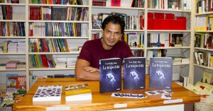 "Reza Emilio Juma firmó su nuevo libro ""La Trapecita""en Ali i Truc"